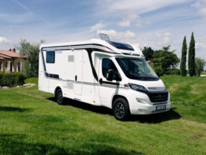 vente v hicules de loisirs camping car fourgon am nag easy drive. Black Bedroom Furniture Sets. Home Design Ideas